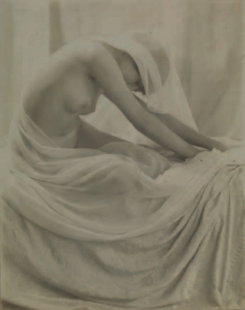 YVONNE GREGORY 1889-1970 «Study for Madonna XXVIII», ca. 1930. Tirage argentique…