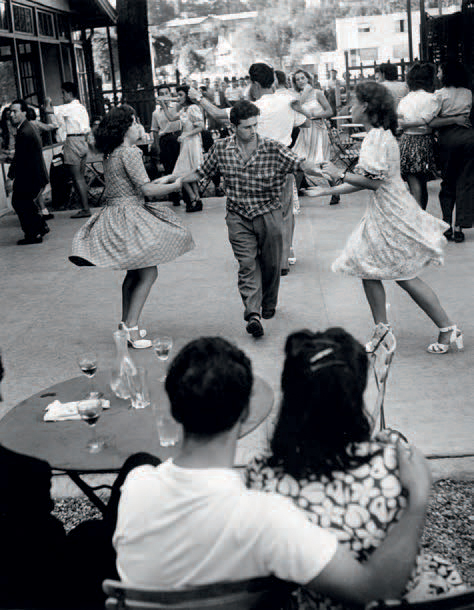 """WILLY RONIS 1910-2009 """"Chez Maxe, Joinville-le-Pont"""", 1947. Tirage argentique2003…"""