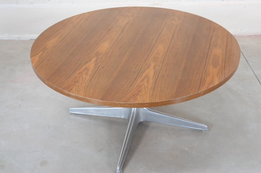 GRANDE TABLE BASSE GUERIDON ATTR. A Horst BRUNING (1934)  A plateau circulaire e…