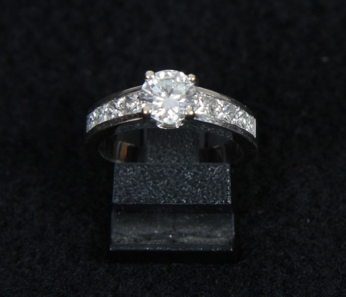 BAGUE EN OR GRIS ET DIAMANTS En or gris