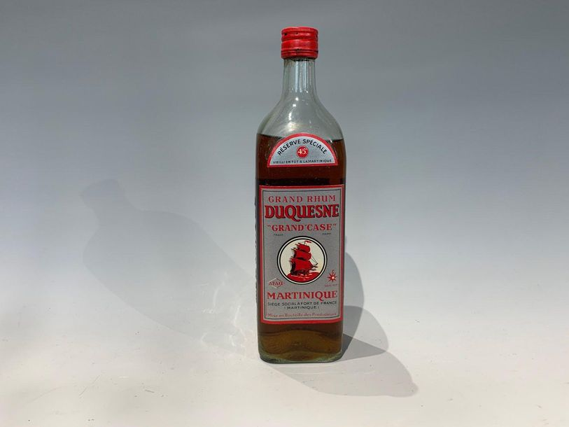 1 Bouteille Grand Rhum Duquesne Grand Case vers 1960 Fort de France. NB