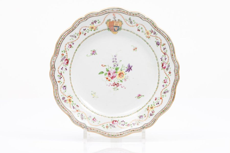 """A scalloped plate Chinese export porcelain  Polychrome and gilt """"Famille Rose"""" e…"""