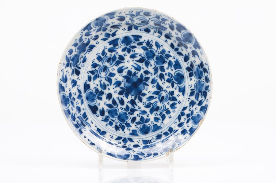 A deep plate Delft faience  Blue floral decoration  Holland, 18th century diam.:…