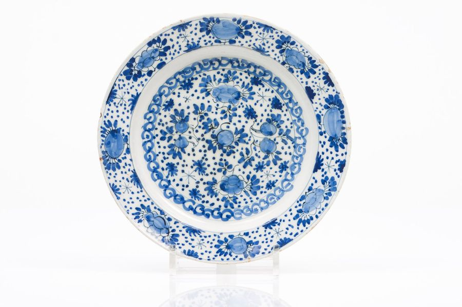 A plate Delft faience  Blue floral decoration  Holland, 17th/18th century  (defe…
