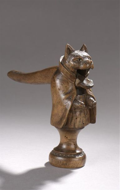 Casse noix en forme de chat anthropomorphe.  H. 16 cm