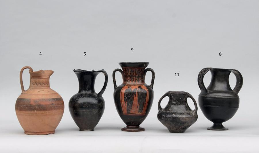 AMPHORISQUE. Céramique à vernis noir, attaches en bouton.  Etrurie, seconde moitié…