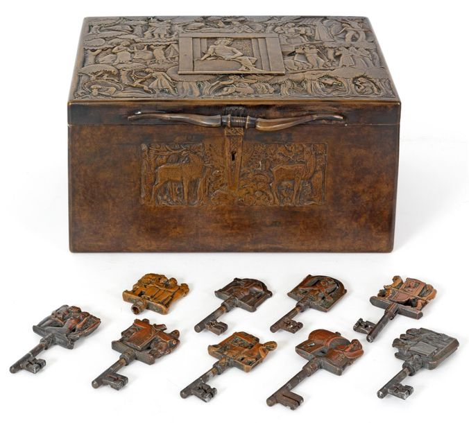 Attribué à Anto CARTE (1886 1954) Rare coffret en bronze à patine brune richemen…