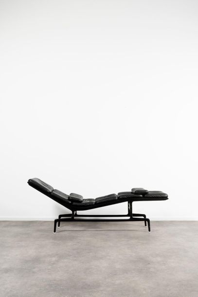 CHARLES EAMES (1907 1978) & RAY EAMES (1912 1988) Billy Wilder Chaise longue Cui…