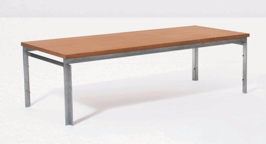 POUL KJÆRHOLM (1929 - 1980) Table basse Acier nickelé et pin d'Oregon Salontafel…