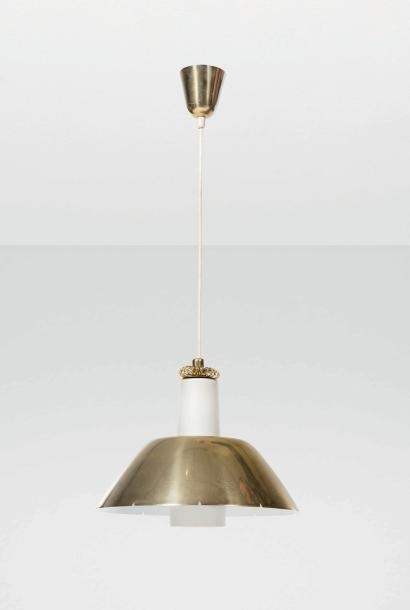 PAAVO TYNELL (1890-1973) Suspension Laiton et verre. Hanglamp Messing en glas. Circa…
