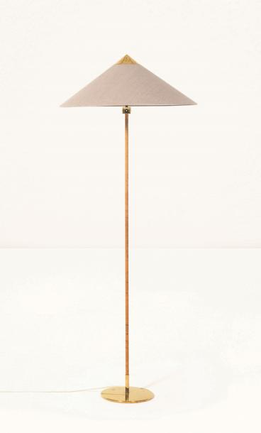 PAAVO TYNELL (1890-1973) 9062 Lampadaire Laiton et rotin. Staanlamp Messing en riet.…