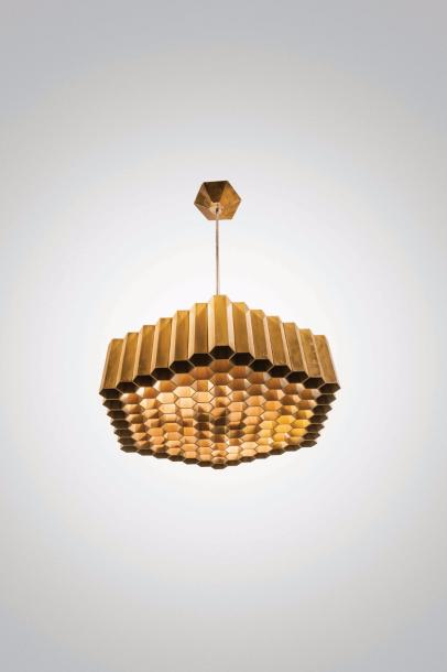 "JULES WABBES (1919-1974) Suspension hexagonale ""nid d'abeilles"" Laiton massif patiné.…"