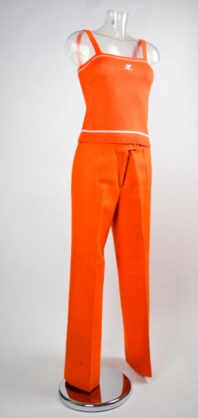 COURREGES PARIS HYPERBOLE, COURREGES PARIS Lot en laine orange composé d'un top sans…