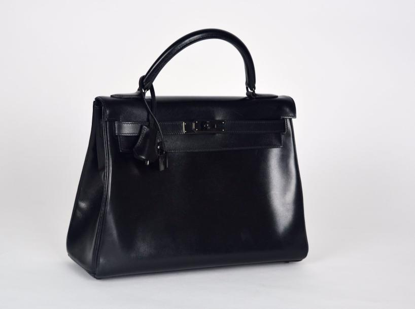 "HERMES PARIS made in France, 2010 ""Kelly So Black"", en cuir agneau noir, attaches…"