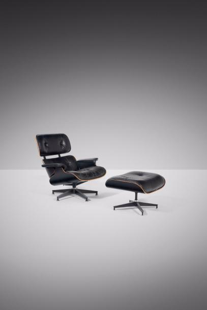 CHARLES EAMES (1907-1978) & RAY EAMES (1912-1988) 670 - 671 Fauteuil et son repose…