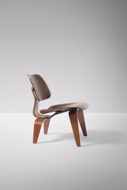 CHARLES EAMES (1907-1978) & RAY EAMES (1912-1988) LCW  Chauffeuse Contreplaqué moulé…