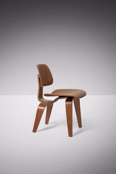 CHARLES EAMES (1907-1978) & RAY EAMES (1912-1988) DCW Chaise Contreplaqué moulé.…