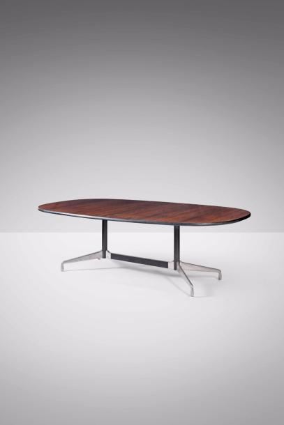 CHARLES EAMES (1907-1978) & RAY EAMES (1912-1988) Segmented Table Placage de palissandre…
