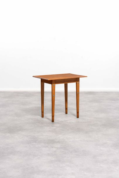 GUSTAVE SERRURIER BOVY (1858-1910) Perle simple Table d'appoint Chêne et cabochons…