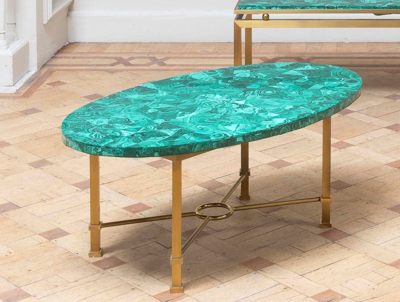 TRAVAIL ANONYME Table basse Laiton et malachite. Salon tafel Messing en malachiet.…
