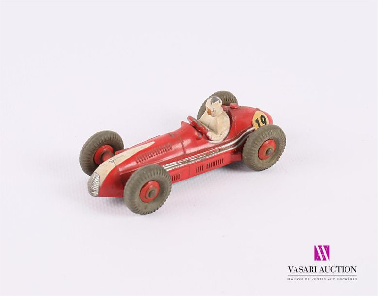 DINKY TOYS (GB) MASERATI - 23N - couleur rouge (fortes usures, forte oxydation au…