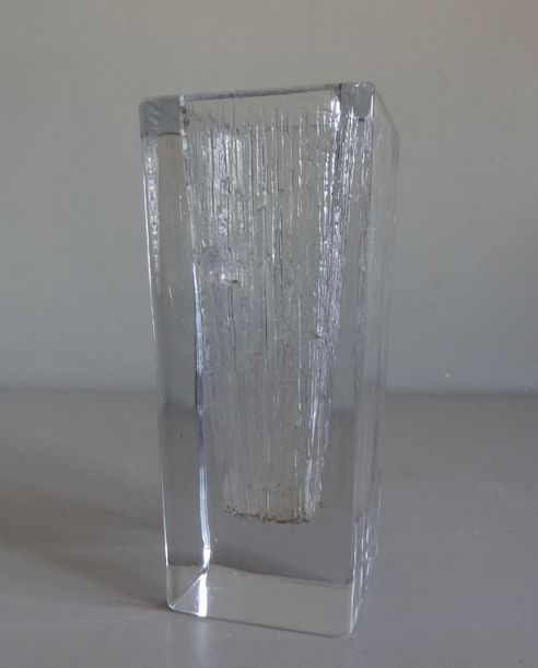 DAUM DAUM France  Vase de section carrée en verre transparent lisse à l'extérieu…