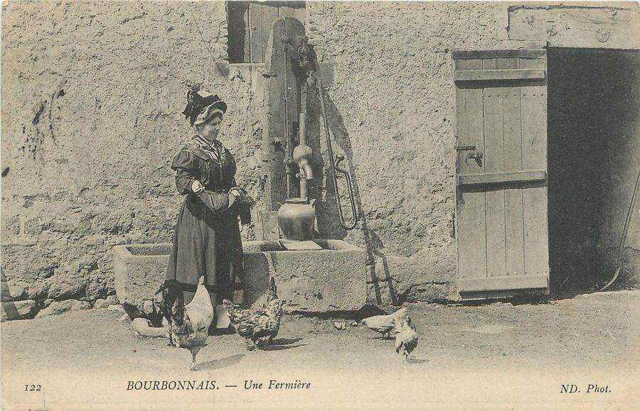 "22 CARTES POSTALES SCENES & TYPES : Normandie-17cp & Divers-5cp. Dont"" La Vieille…"
