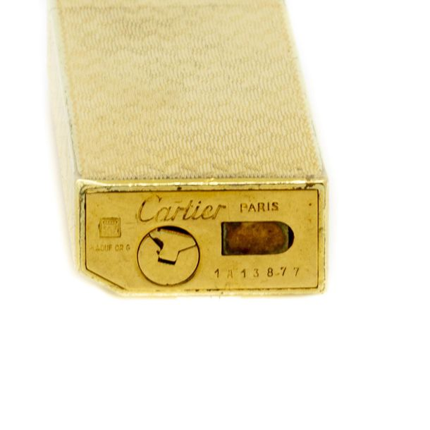 CARTIER Paris Briquet plaqué or finement guilloché N° 1A13877