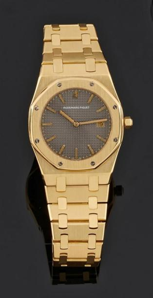AUDEMARS PIGUET Royal Oak. No. 765. Montre bracelet mid.size en or jaune 18k (750).…