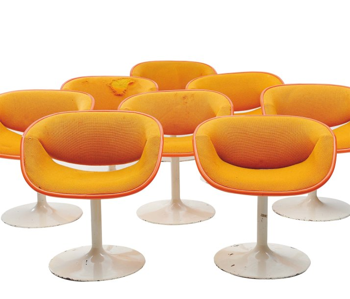 PIERRE PAULIN (1927-2009) Suite de huit fauteuils garnis de draps de laine orange,…