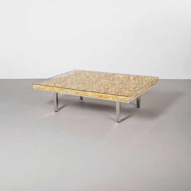 YVES KLEIN (1928-1962) France Table d'or Plexiglas, verre, métal chromé, bois naturel…