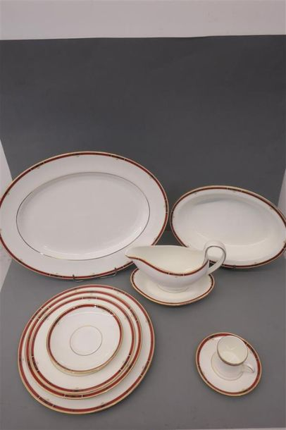 WEDGWOOD, partie de service modèle Bone China Colorado, comprenant asssites, assiettes…