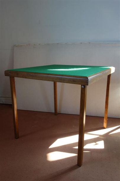 Table à jeux pliante.