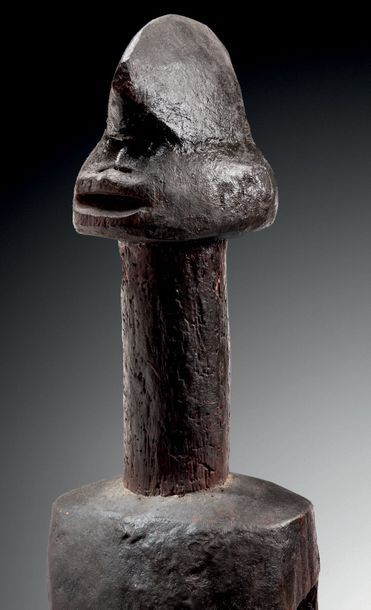 MASQUE D'ÉPAULE, AUTEL WURKUN OU WAJA, NIGERIA Bois H. 65 cm SHOULDER MASK, SHRINE…
