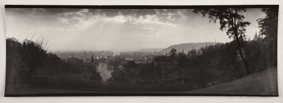 Vue de Prague depuis Letna (View of Prague from Letna Park), 1954 Épreuve argentique…