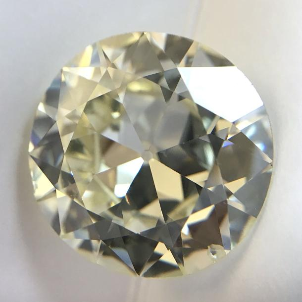 DIAMANT, TA, 6,65 CARATS Diamant rond de taille ancienne pesant 6,65 carats. On y…
