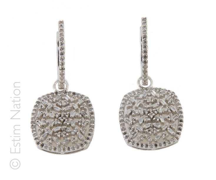 BOUCLES D'OREILLES DIAMANTS Paire de pendants d'oreilles en or gris 14K (585/°°)…