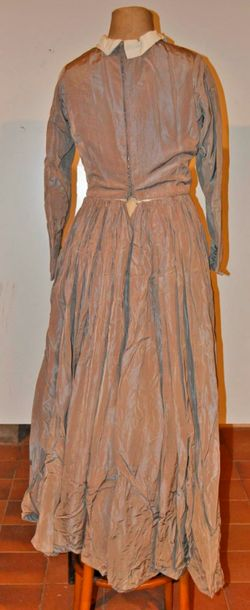 Robe grise, style 1830