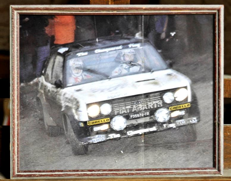 Fiat 131 Abarth, The Chequered Flag. Poster encadré. 23x30cm