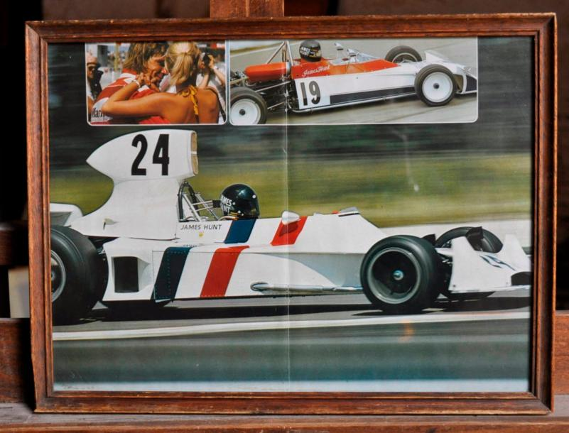 HESKETH Lot de 3 posters: Hesketh 308 N° 24, J. Hunt, Nürburgring. Poster encadré.…