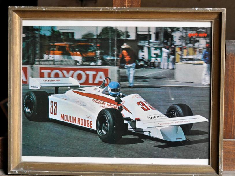 DIVERS F1 Lot de 10 posters: Surtees F2 Matchbox N° 37, M. Hailwood. Poster encadré.…