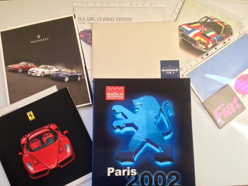 Lot de divers catalogues de concessionaires