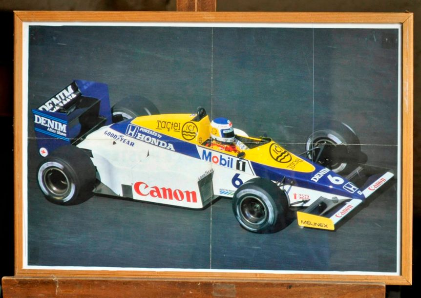Lot de 14 posters encadrés. 4 WILLIAMS: Williams FW 11 , Eclaté. 50x70cm. + Williams…