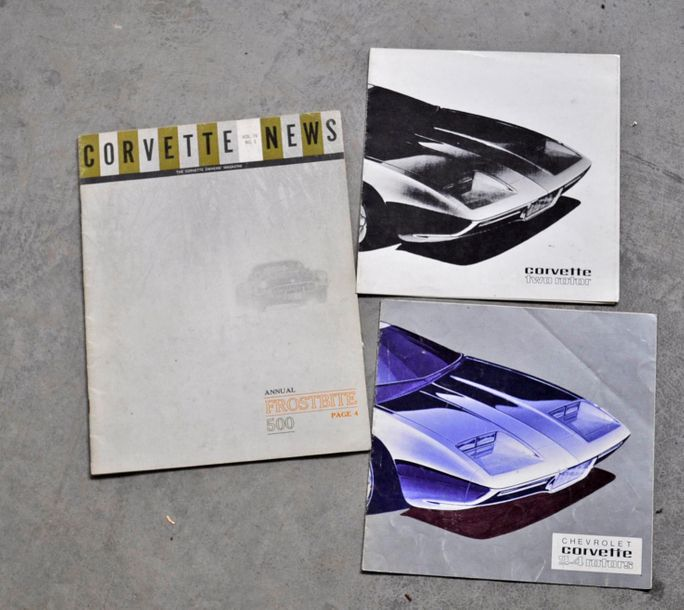 Rare lot de deux brochures sur la Chevrolet Corvette Bi-Rotor, on joint un bulletin…