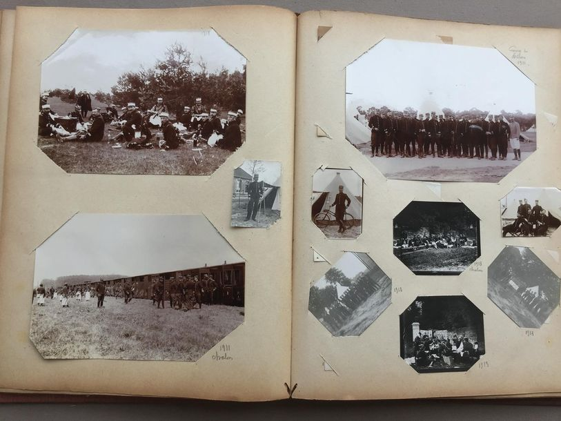 MILITARIA Album de photographies originales montées dans un album de cartes post…