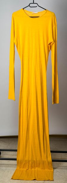 GAULTIER Public, robe tee-shirt en maille jaune d'or, manches et taille ultra longues,…