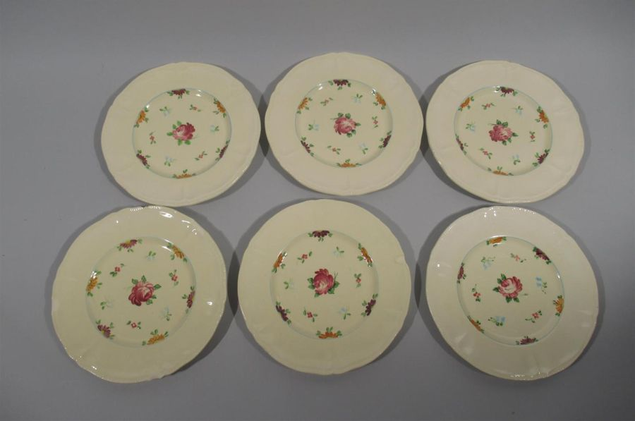 LONGCHAMPS Suite de six assiettes à dessert en faience à decor peint à la main de…