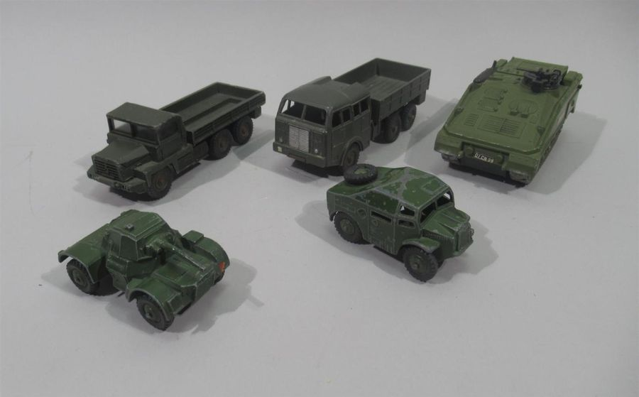 DINKY TOYS Lot comprenant : - Field artillery Tractor, ref 688. (Importants manques…