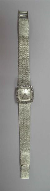 BUCHERER - Montre bracelet de dame en or gris, le cadran carré pavé de diamants…