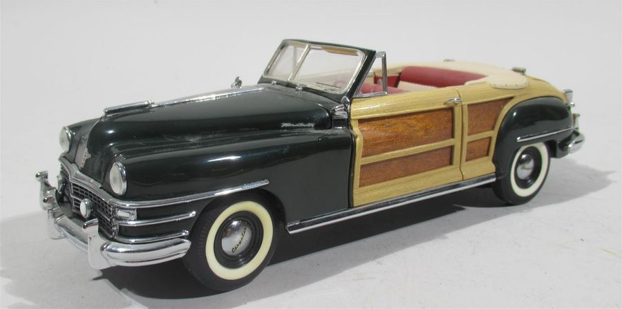 FRANKLIN MINT - Chrysler Town and Country convertible 1948 avec placage de bois